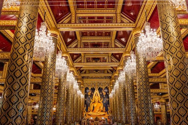 Dentro do templo dourado