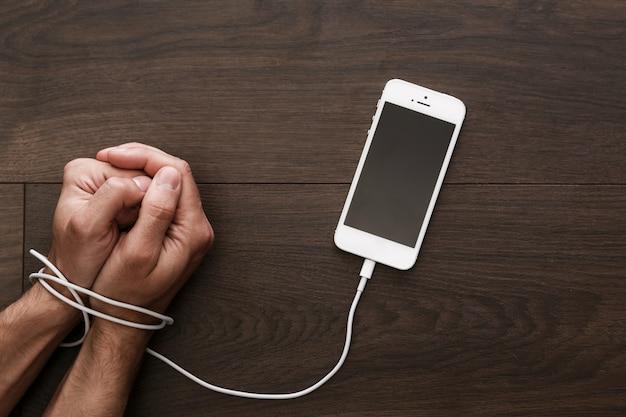 Dependência de smartphones e redes sociais