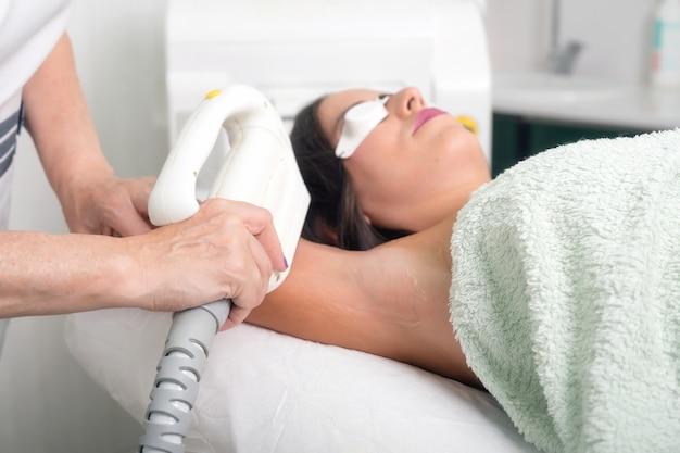Depilação a laser e cosmetologia em salão de beleza cosmetologia spa e conceito de depilação