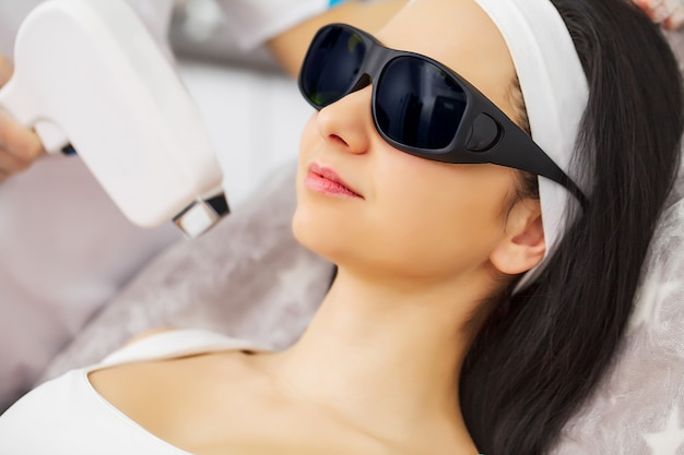Depilação a laser e cosmetologia na clínica de spa de beleza estética