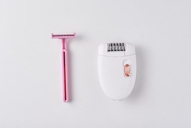 Depilador e navalha fr barbear em branco