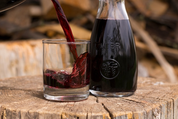 Derramamento de vinho tinto