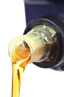 Derramando óleo de motor