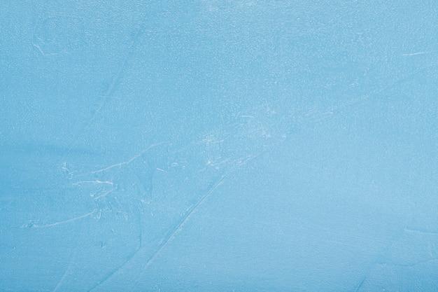 Derretimento do gelo gelado anunciando o tempo de primavera