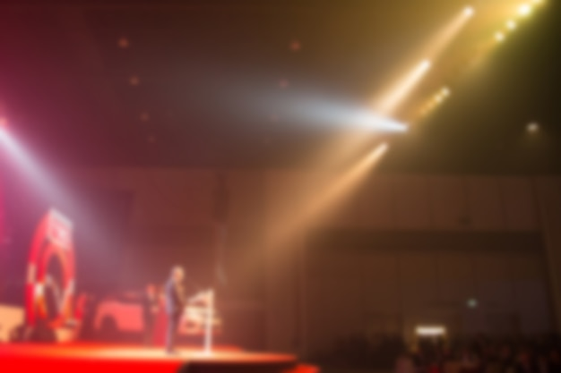 Desafio do falante falar sobre a cerimônia de premiação no palco criativo.