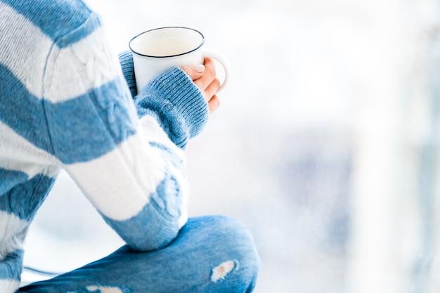 Descansando com uma xícara de chá