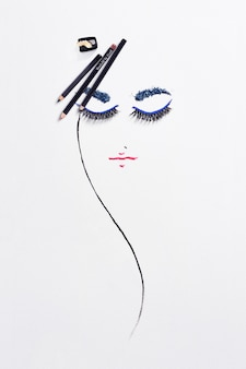 Desenho com produtos de maquiagem em papel.