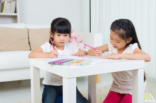 Desenho de crianças asiáticas
