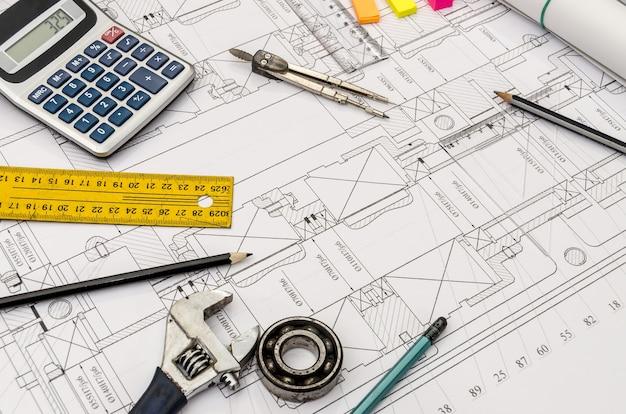 Desenho de engenharia com ferramentas diferentes