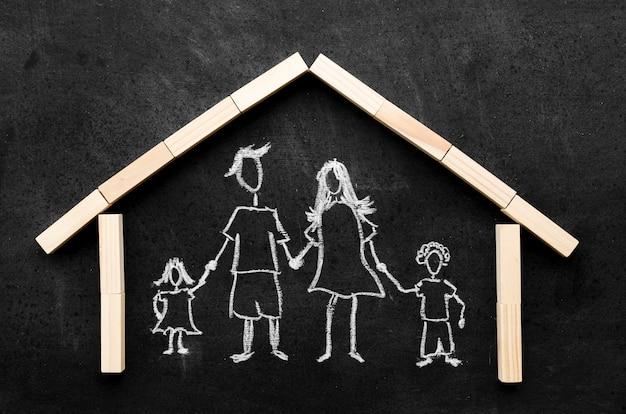 Desenho de giz dos pais com os filhos