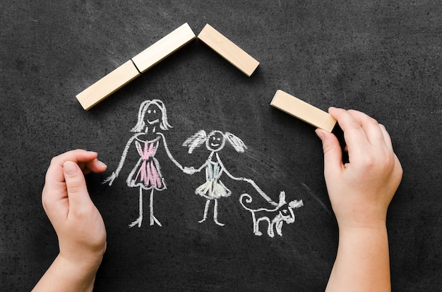 Desenho de giz plano leigos com mãe solteira e filha Foto gratuita