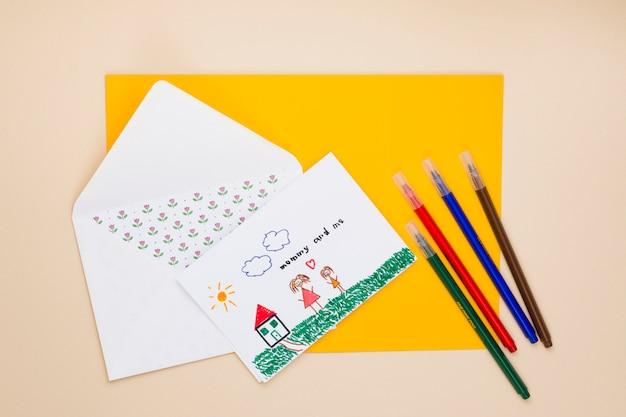Desenho, de, mãe criança, com, envelope, e, canetas