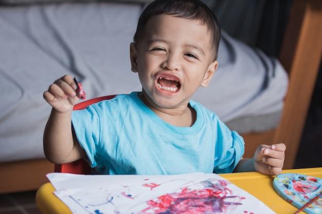 Desenho e pintura de criança