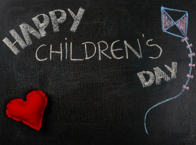 Desenho na lixa. feliz dia das crianças e coração.