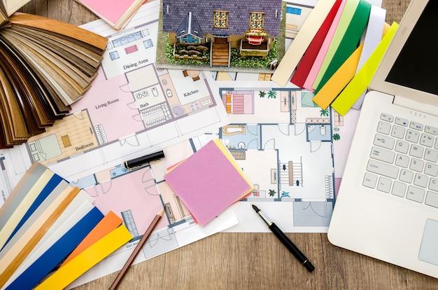 Desenhos arquitetônicos com amostras de materiais
