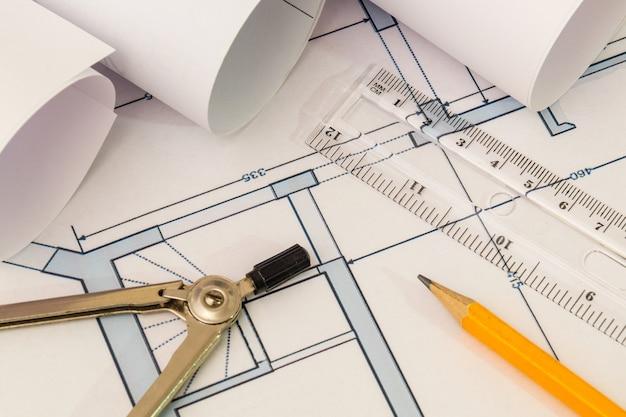 Desenhos de construção e suprimentos para esboços