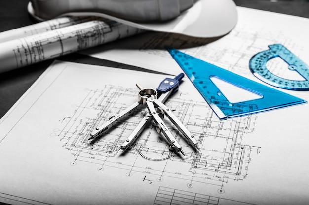 Desenhos de planejamento de construção em preto
