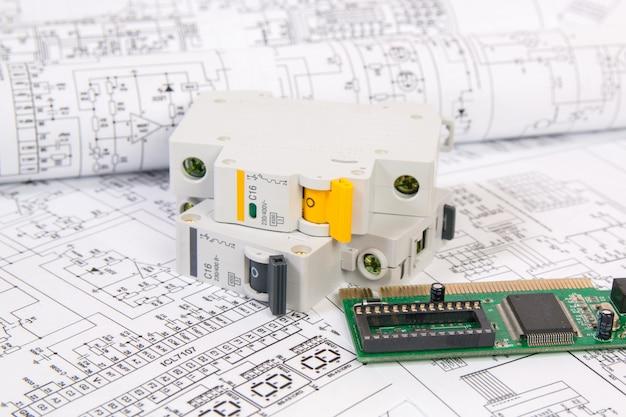 Desenhos impressos de circuitos elétricos, placa eletrônica e quebra de circuito modular