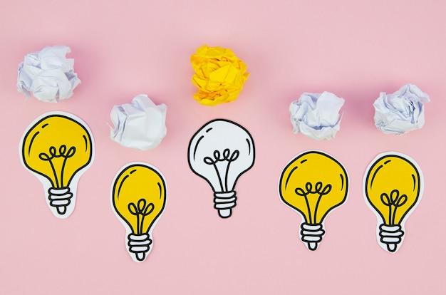 Desenhos minimalistas de lâmpadas e papel