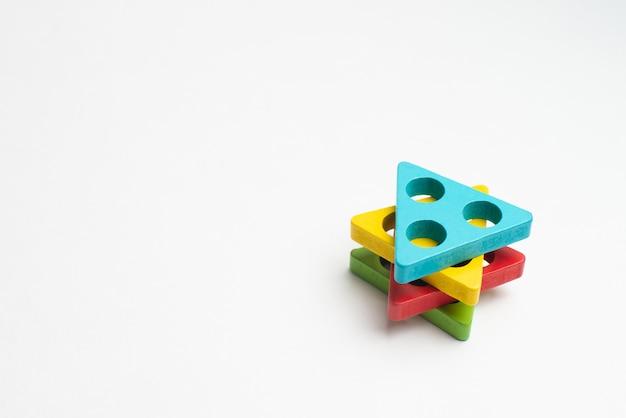 Desenvolvimento de crianças coloridas com círculo, squara, triângulo e retângulo