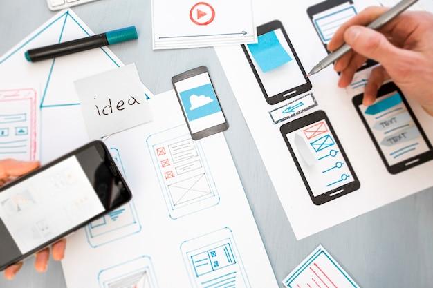 Desenvolvimento de design de aplicações web gráficas para telefones móveis.