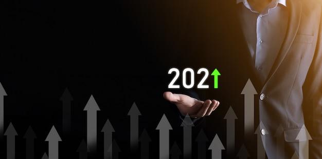 Desenvolvimento de negócios para o sucesso e o conceito de crescimento do ano de 2021