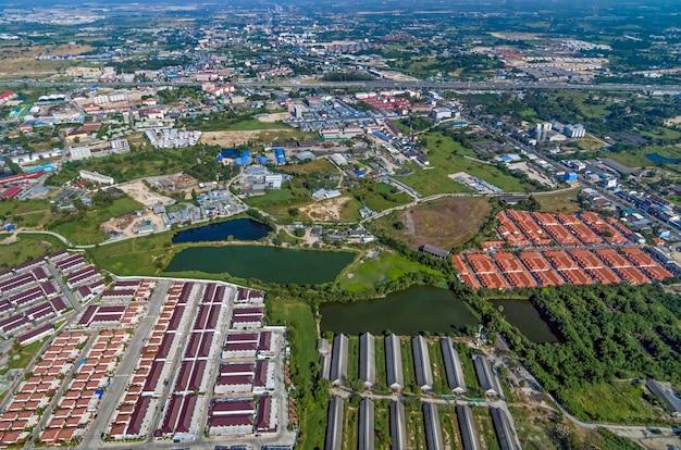 Desenvolvimento de terrenos industriais e área residencial