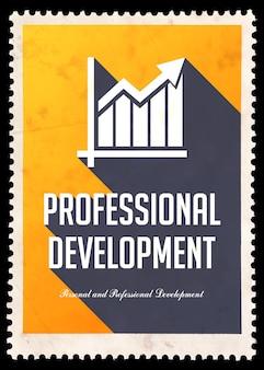 Desenvolvimento profissional em fundo amarelo. conceito vintage em design plano com longas sombras.