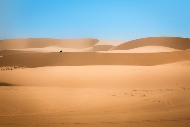 Deserto de dunas de areia branca em mui ne