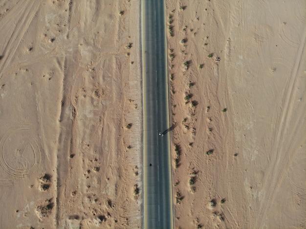 Deserto vermelho selvagem wadi rum, jordan árabe. dunas de areia e montanha. visão perfeita