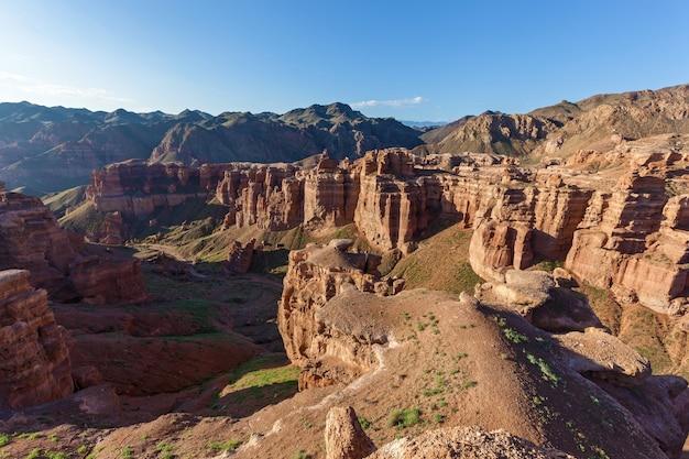 Desfiladeiro charyn, enormes rochas e pedras de várias formas, viagem ao cazaquistão, pontos turísticos do cazaquistão,