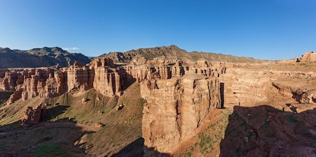 Desfiladeiro charyn na região de almaty, cazaquistão. bela vista do cânion