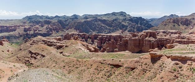 Desfiladeiro charyn na região de almaty do cazaquistão. bela vista do cânion