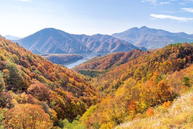 Desfiladeiro de nakatsugawa de ponto de vista a linha de lago de azuma
