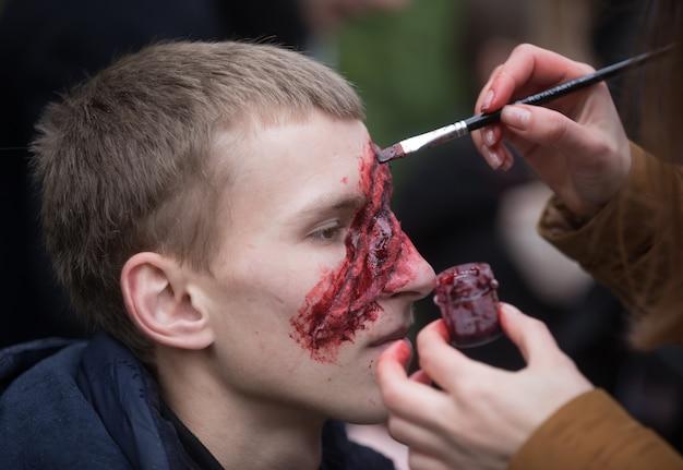 Desfile de zumbis nas ruas de kiev