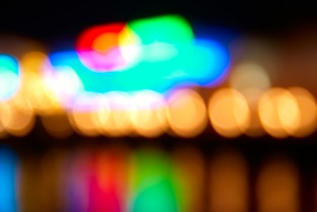 Desfocar a cena com luzes coloridas do bokeh
