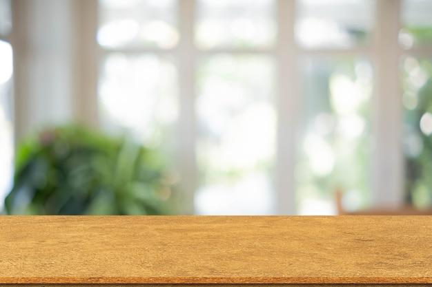 Desfocar o fundo interior moderno com a perspectiva do tampo da mesa de madeira simples para o conceito de design