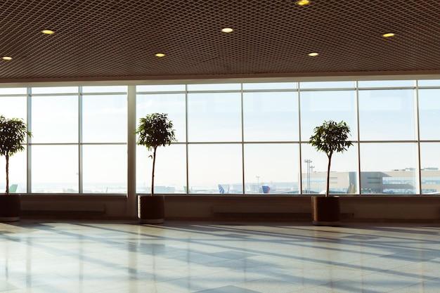 Desfoque abstrato filmado no aeroporto para o fundo