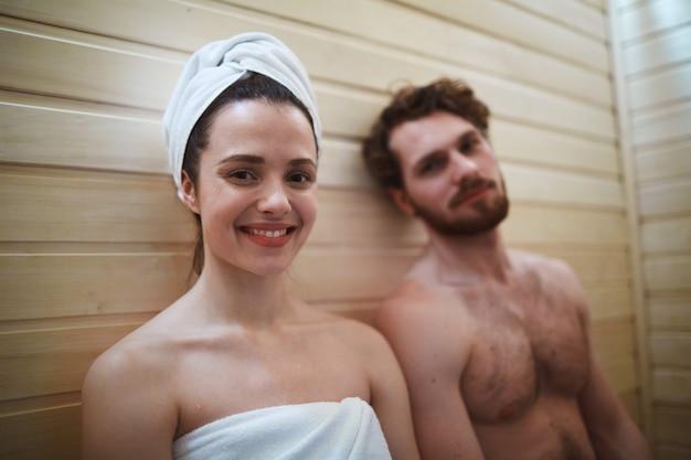 Desfrutando de sauna