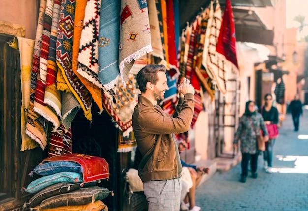 Desfrutando de um mercado artesanal