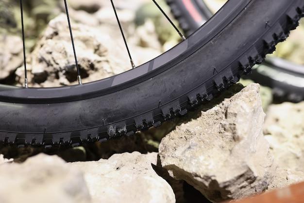 Design clássico de banda de rodagem de pneu de bicicleta e conceito de pneus de bicicleta duráveis de segurança rodoviária