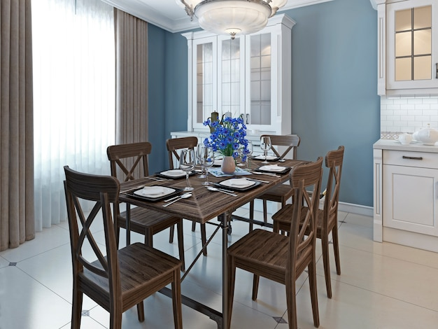 Design clássico de sala de jantar com móveis de madeira marrom com piso de mármore e móveis com paredes em azul escuro.