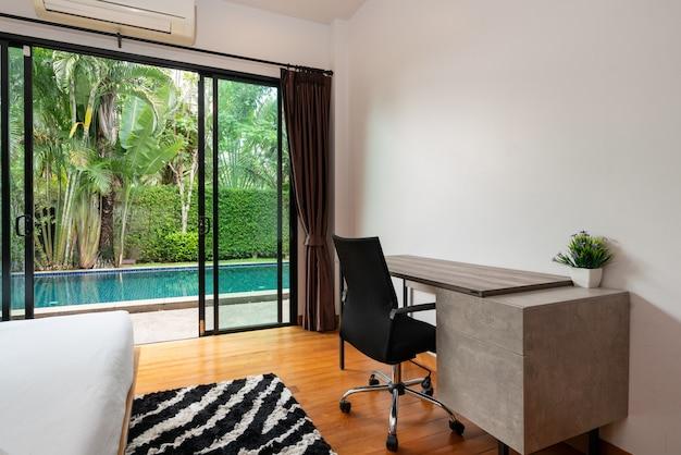 Design de interiores de casa, casa, villa e apartamento com cama, mesa de trabalho, cadeira