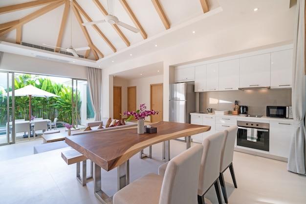 Design de interiores de cozinha em vivenda de luxo, apartamento