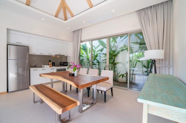 Design de interiores de cozinha em vivenda de luxo
