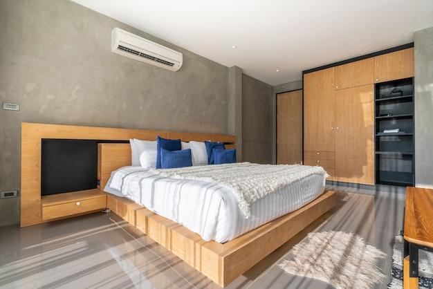 Design de interiores de luxo real no quarto com espaço claro e brilhante na casa ou em casa