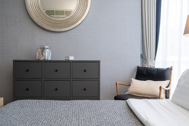 Design de interiores de villa, casa, casa, condomínio e apartamento com quarto, cama king size e parede cinza