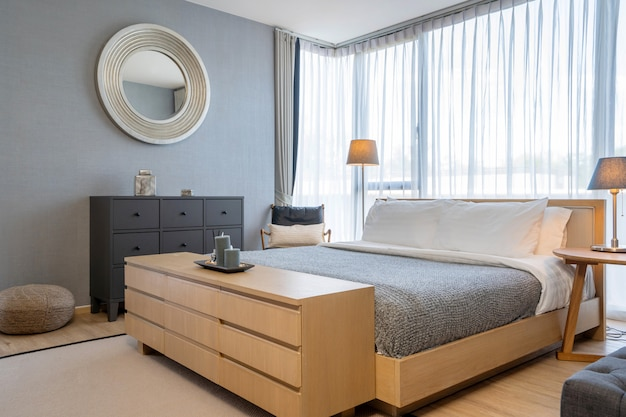 Design de interiores em villa, casa, casa, condomínio e apartamento com cama king size no quarto moderno