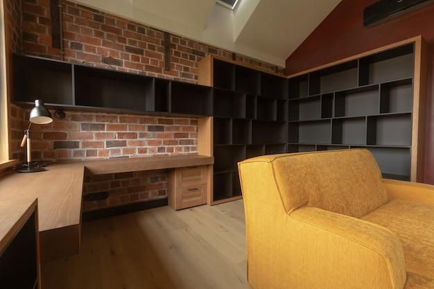 Design de interiores moderno acolhedor da sala de estar em apartamento