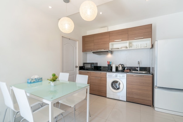 Design de interiores na sala de estar com área de cozinha